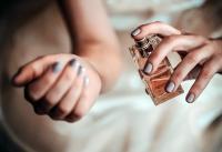 Ahli Parfum Ungkap Bagian Tubuh Paling Tepat untuk Menyemprotkan Parfum