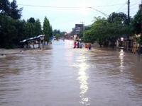 Banjir Merendam 10 Desa dan Mambuat Jalur Surabaya-Jombang Terputus