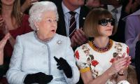 Pakai Sunglasses di Sebelah Ratu Elizabeth II, Anna Wintour Langgar Protokol Kerajaan Inggris?