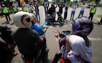 Kerap Melanggar Lalu Lintas, Polisi Hipnotis Ratusan Pelajar di Tangerang