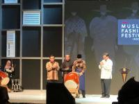 Buka Acara Festival Fesyen, Jokowi Kenakan Sarung