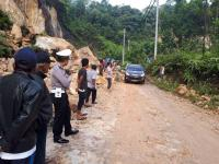 Alat Berat Dikerahkan di Jalur Longsor Riau Sumatera Barat