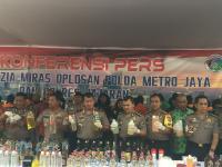Polda Metro Sita 39 Ribu Botol Miras, 180 Orang Ikut Ditangkap