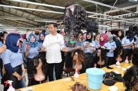 Jokowi Kunjungi Pabrik Rambut dan Bulu Mata Palsu di Purbalingga
