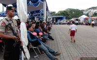 Sandiaga Uno dan Pejabat BI Cek Penukaran Uang Baru di Monas