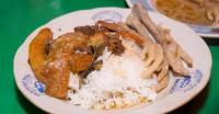 Makan Sahur Enaknya dengan Gudeg Ceker dan Tumis Kacang Panjang