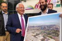 Senyum Dubes AS Saat Terima Foto Yerusalem Tanpa Masjid Al Aqsa Undang Kecaman