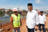 Ganjar Pranowo Blusukan ke Lokasi Banjir Pekalongan