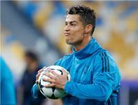 Ronaldo Hadiahi Jaket kepada Juru Kamera sebagai Tanda Maaf
