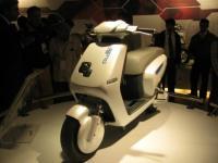 Honda PCX Hybrid Punya Pesaing dan Lebih Canggih