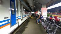 H 1 Lebaran, Penumpang Masih Padati Stasiun Kota Baru Malang