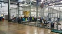 Di Pusat Tahanan Imigran AS, Orang Dewasa dan Anak-Anak Dikumpulkan dalam
