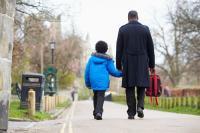 Tak Cuma Ibu, Peran Ayah Juga Penting dalam Mengantar Anak Sekolah