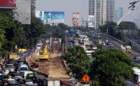 Jelang Siang, Lalu Lintas di Flyover Pancoran Macet