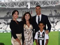 Ronaldo Tak Jadi Gabung Man United, Dolores: Saya Bahagia Ia Bela Juventus