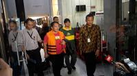 KPK Angkut Koper Besar Berisi Dokumen dari Kantor Bupati Labuhanbatu