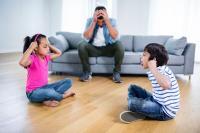 Pusing Kakak dan Adik Bertengkar Melulu? Coba Tips dari Psikolog Ini Deh