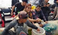 Menteri Susi Beli Udang Nelayan di Atas Kapal, Harganya Rp1 Juta