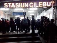 Pembaruan Sistem Tiket KRL, Kepadatan Penumpang Terjadi di Stasiun Cilebut dan Citayam