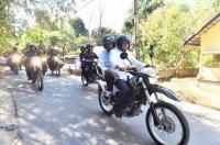 Jokowi dan TGB Boncengan Naik Trail Tinjau Korban Gempa Lombok