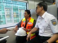 Menteri Rini ke Bos KAI: Tolong Dijaga Kebersihan Jalur KRL