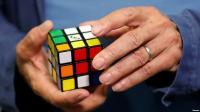 Demi Pecahkan Rekor, Pria Ini Selesaikan 6 Teka-teki Rubik dalam Air