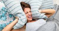 Tidur Sering Mengigau, Bahayakah?
