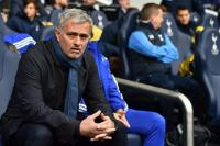 Neville: Man United Wajib Dukung Mourinho hingga Akhir Kontrak