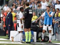 Ludahi dan Sikut Pemain Sassuolo, Douglas Costa Dilarang Tampil di Enam Pertandingan?
