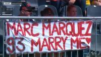 Ajakan Menikah Suporter Wanita Bikin Marquez Tertawa
