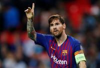 Direktur Sepakbola Barcelona Bela Messi dari Kritikan Maradona
