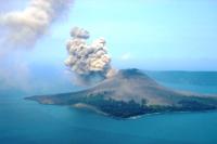 49 Kegempaan Gunung Anak Krakatau Berupa Letusan dan Lontaran Material Pijar