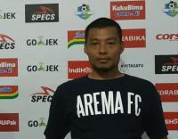Meski Disanksi, Kapten Arema FC Senang Suporter Tetap Datang ke Stadion