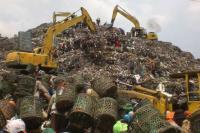 """Curhat Warga Bantargebang yang Hidup di Kawasan """"Gunung"""" Sampah"""