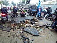 Imbas Banjir, Aspal Jalan di Cimahi Terkelupas