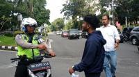 Tak Terima Ditilang, Pemuda Mengaku Keluarga Polisi Nyaris Adu Jotos dengan Polantas