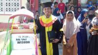 Diwisuda, Hamzah: Tanpa Becak Saya Tidak Akan Bisa Sekolah