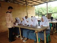 "Bangunan Sekolah Mirip ""Kandang Hewan"" Itu Bernama SMK Putra Nusantara 4"
