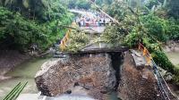 Jembatan Utama Penghubung Padang-Bukittinggi Putus, Arus Lalu Lintas Dialihkan
