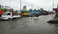 Banjir Kaligawe Belum Surut, Laju Kendaraan Hanya 5 Km Jam