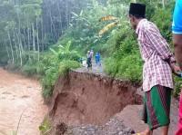 566 KK Terisolir dan 2 Orang Tewas dalam Banjir Bandang di Probolinggo