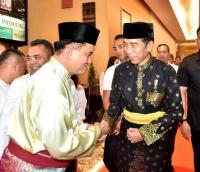 Jokowi Diberi Gelar Adat Datuk Seri Setia Amanah Negara
