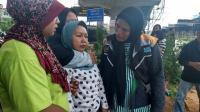 Ibu Bocah Tenggelam Menangis Tersedu-sedu di Pinggir Kalimalang