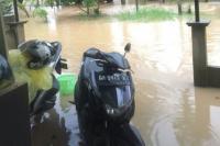 Seharian Diguyur Hujan, Puluhan Rumah Warga Jambi Terendam Banjir