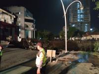 Jalan Gubeng Surabaya Ambles, Risma Minta Warganya Tetap Tenang