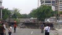 Ahli Geologi Dikerahkan Selidiki Penyebab Amblesnya Jalan Raya Gubeng