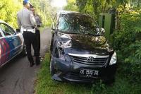 Nyetir Sambil 'Main' HP, PNS Tabrak Pemotor hingga Tewas