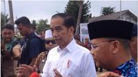 Kunjungi Kampung Nelayan, Jokowi Janji Bangun Tol dan Rel Kereta Api di Bengkulu