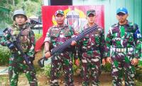 Rangkulan Hati Satgas Yonif PR 328/DGH, Warga Keerom Serahkan Senjata Berburu