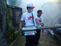 Antisipasi DBD di Gianyar, Caleg Perindo Fogging Puluhan Rumah Warga